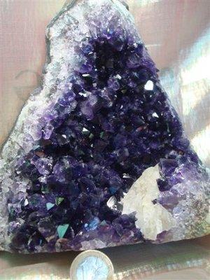 Amethyst met zeer donkere kristallen Uruguay