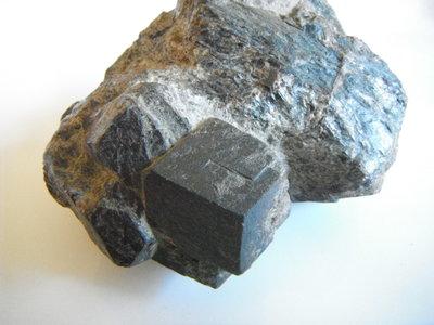 Granaatkristal in matrix  Oostenrijk